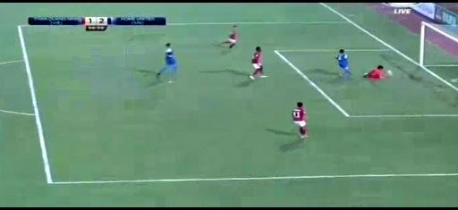 Hậu vệ Singapore đá phản lưới nhà như bán độ