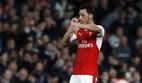 Ozil và Giroud nổ tuyệt phẩm, Arsenal qua mặt MU