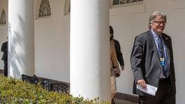 Ông Trump bất ngờ sa thải chiến lược gia trưởng