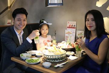 Khoảnh khắc hạnh phúc của gia đình diễn viên Mạnh Trường