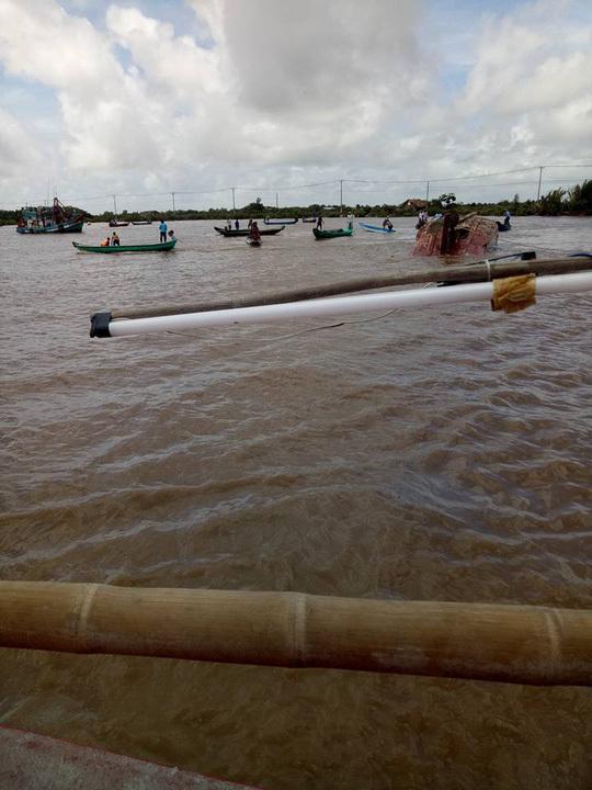 Clip: Khoảnh khắc hoảng loạn khi tàu chìm khiến 2 nữ sinh chết đuối ở Bạc Liêu