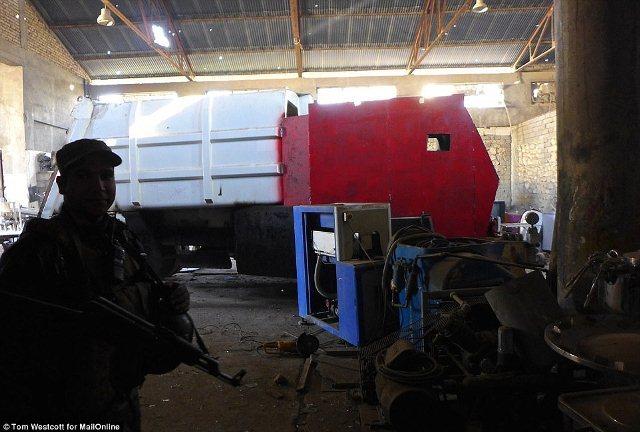 Cảnh tượng gây choáng trong xưởng xe bom của IS