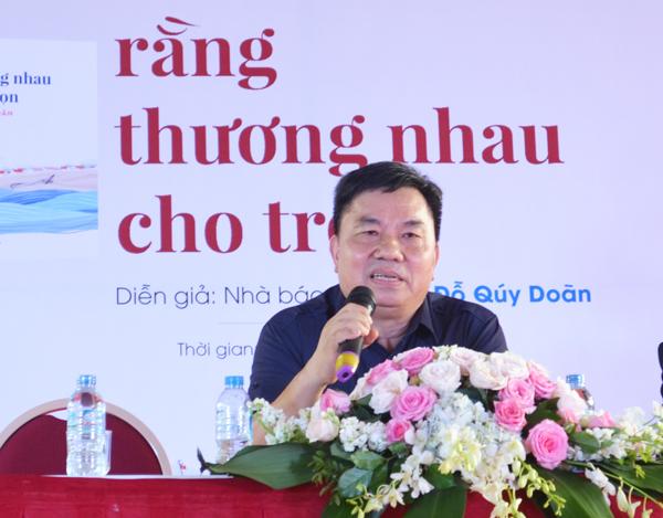 Nhà báo Đỗ Quý Doãn ra mắt tập thơ 'Rằng thương nhau cho trọn'