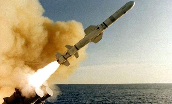 Mỹ nã hàng chục tên lửa Tomahawk vào Syria