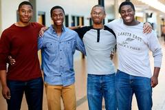 Bốn anh em sinh tư trúng tuyển nhóm 8 trường danh giá Mỹ