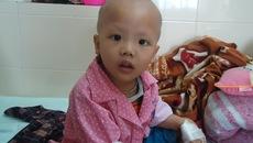 Sự sống mong manh của bé trai cùng lúc mắc hai bệnh ung thư