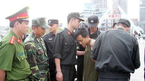 Nghi phạm Việt trốn nã chống cự bị công an TQ bắn chết