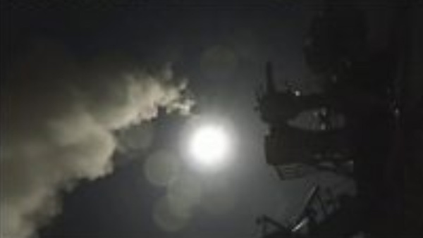 Thế giới nóng ran vì Mỹ nã Tomahawk vào Syria