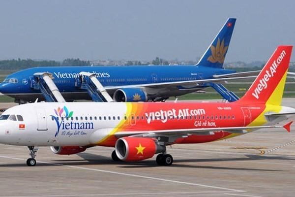 Áp giá sàn vé máy bay: Người tiêu dùng trả giá