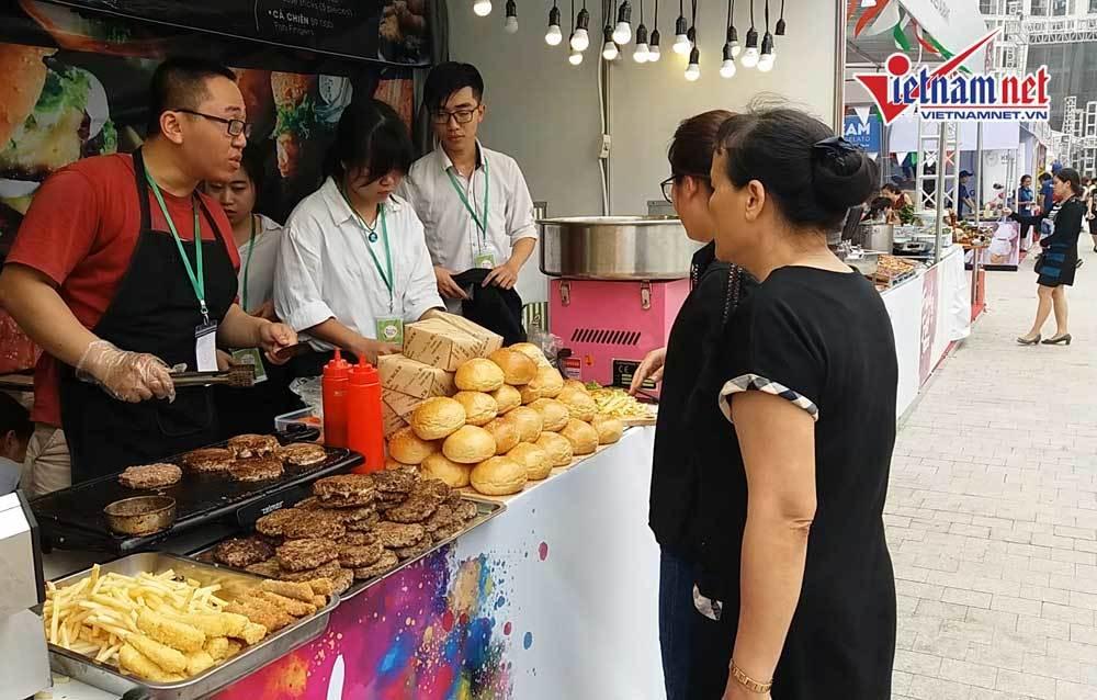 'Ăn món lạ, nghe nhạc hay' tại lễ hội văn hóa ẩm thực và giải trí quốc tế