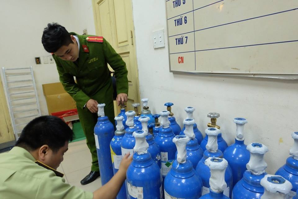 Hà Nội: Cấm học sinh sử dụng bóng cười