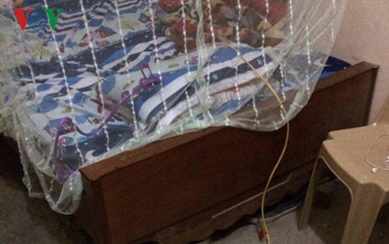 Nhân viên cây xăng nghi bị kẻ lạ mặt chích điện trong đêm