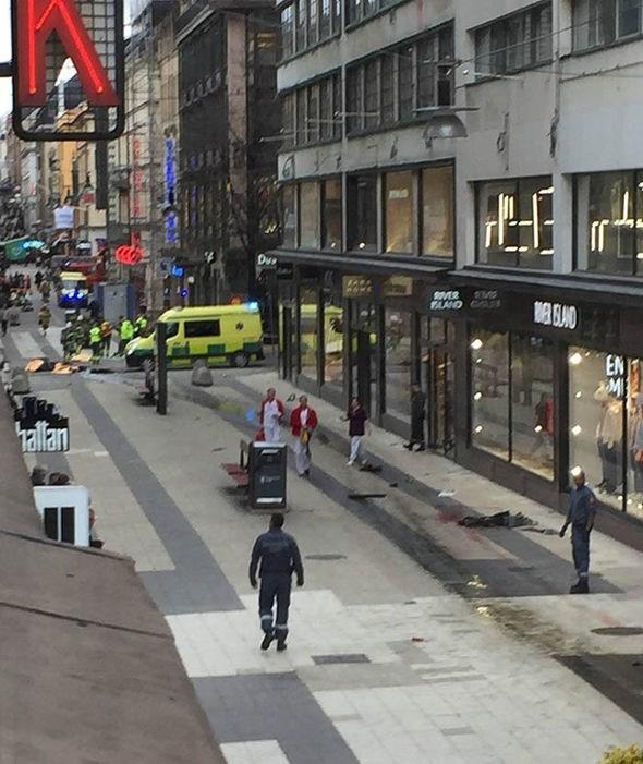 Khủng bố bằng xe tải giữa Thủ đô Thụy Điển, nhiều người thương vong