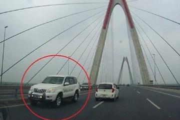 CSGT phản hồi thông tin cho phép ô tô đi ngược chiều trên cầu Nhật Tân