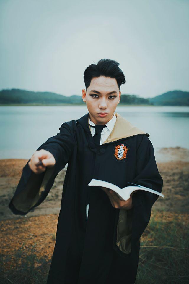 Ảnh kỷ yếu tái hiện bộ truyện Harry Potter phong cách ma thuật