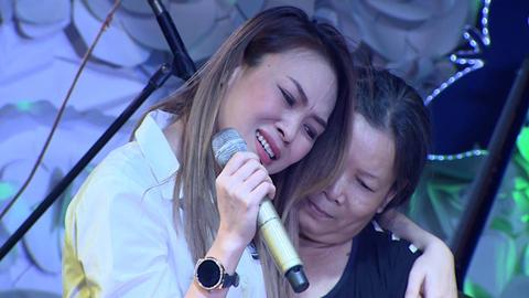 Mỹ Tâm khóc nấc, không thể hát nên lời tặng fan đặc biệt
