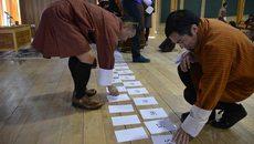 GS Oxford mê mẩn cách người Bhutan dạy toán cho học sinh