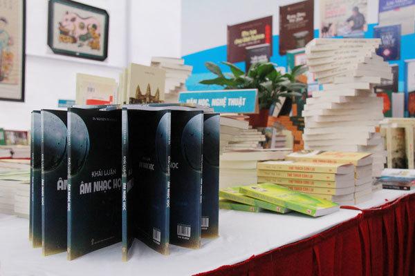 Cuốn sách 'lạ' ở Hội sách công viên Thống Nhất