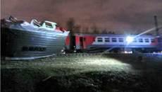 Hai đoàn tàu chở hàng trăm người đâm nhau ở Moscow