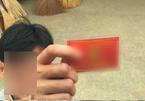 Hà Nội: Va chạm giao thông, rút thẻ đỏ đe dọa lái xe