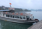 Du khách bị 'giam lỏng' giữa vịnh Hạ Long