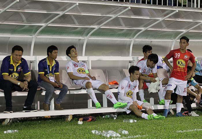 V-League 2017, trọng tài, bầu Đức, Dương Văn Hiền, sự cố sân Pleiku, HAGL