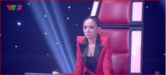 Học trò Tóc Tiên sốt cao, khóc nức nở trong hậu trường The Voice