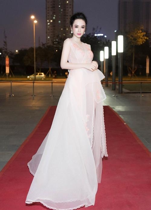 Hà Hồ khoe eo con kiến, Angela Phương Trinh quá đẹp