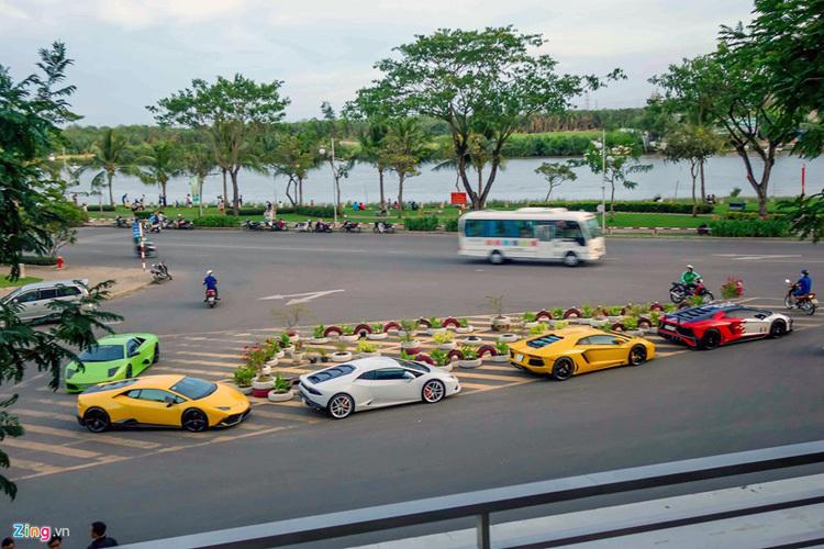 Minh Nhựa, Cường Đô La khoe dàn siêu xe trên phố Sài Gòn
