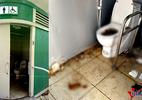 HN: Nhà vệ sinh công cộng liên tục đóng, dân phá khóa làm bậy
