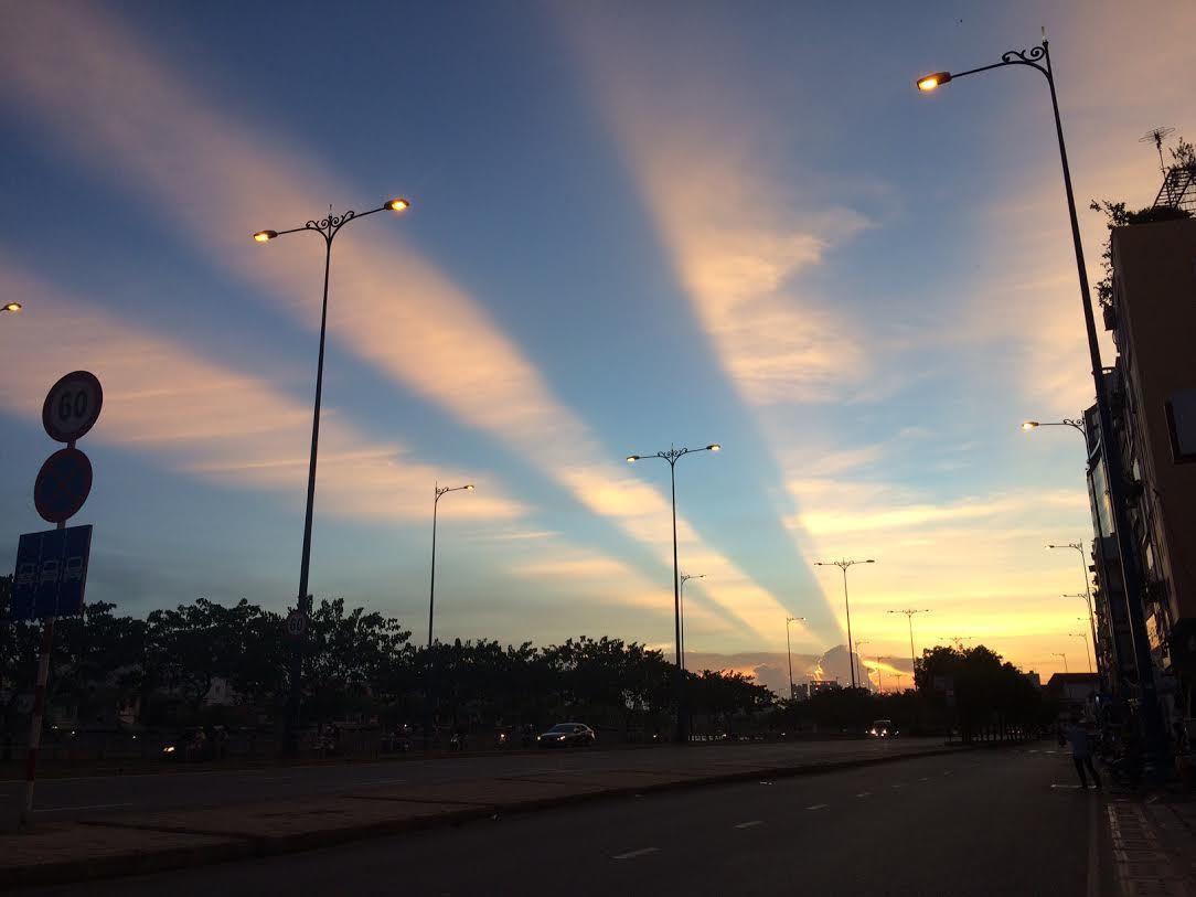 Vệt sáng kỳ lạ xuất hiện trên bầu trời Sài Gòn