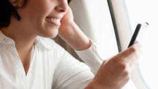 Sắp được phép dùng điện thoại di động trên máy bay