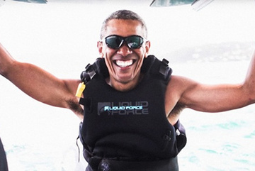 Rời Nhà Trắng, vợ chồng Obama mải mê bơi lội, lướt sóng