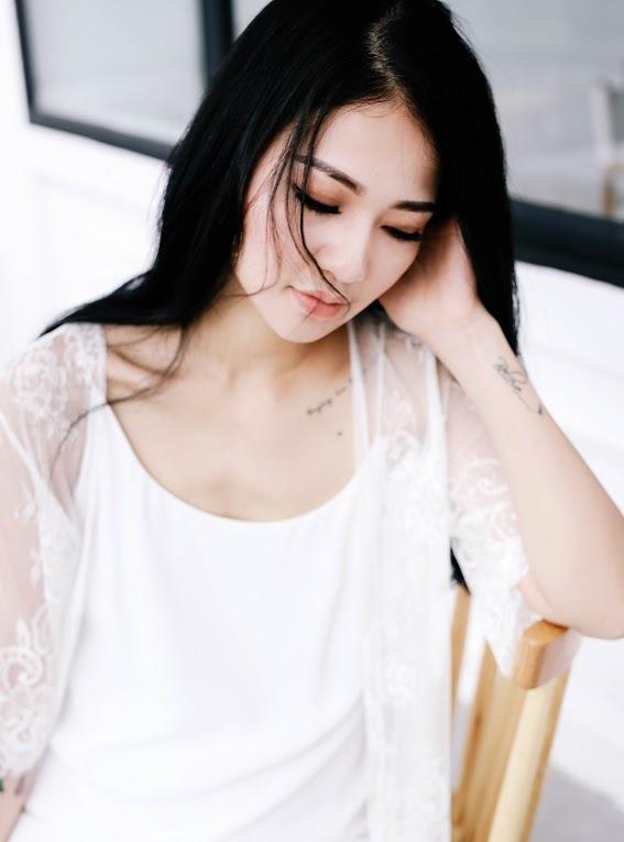 Hoa hậu Trần Thị Quỳnh diện đồ gợi cảm khoe hình xăm bí ẩn
