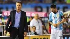 Argentina sa thải HLV để chiều lòng Messi