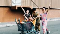 Bộ ảnh 4 chàng trai mặc áo ngủ của bà ngoại gây 'sốt'