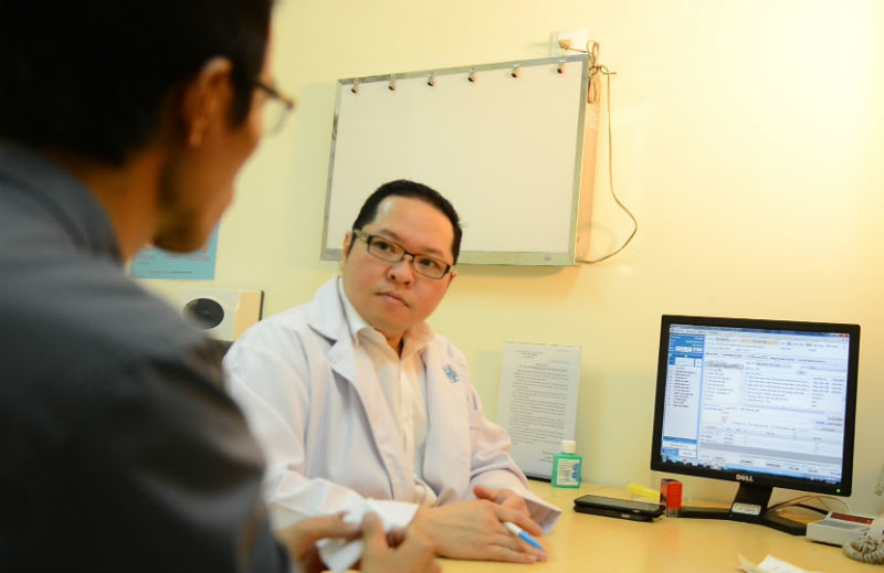 Khám đau bụng, phát hiện ung thư tinh hoàn trong ổ bụng