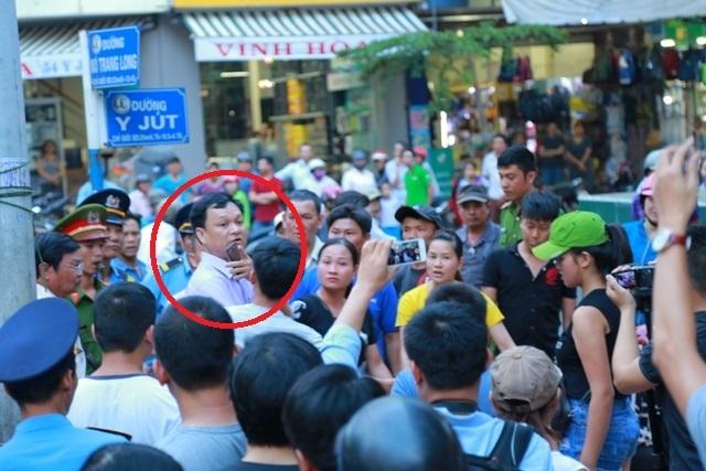 5 đối tượng bị tạm giữ vì tát phó chủ tịch phường đi dẹp vỉa hè