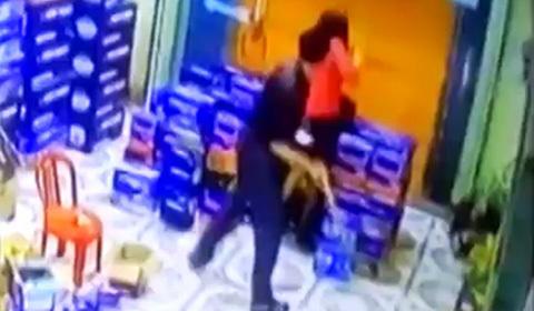 chồng đánh vợ