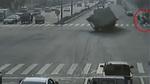 Vụ xe container bị lật đáng sợ: Cái chết bất ngờ