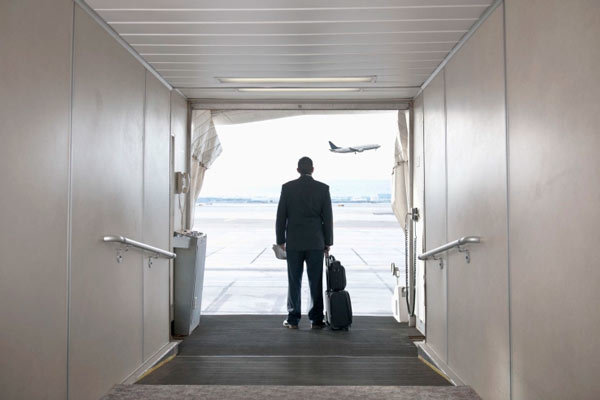 Lôi khách gốc Việt khỏi máy bay: Bí mật 'chống lưng' cho United Airlines