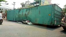 Nỗi kinh hoàng khi chạy gần xe container