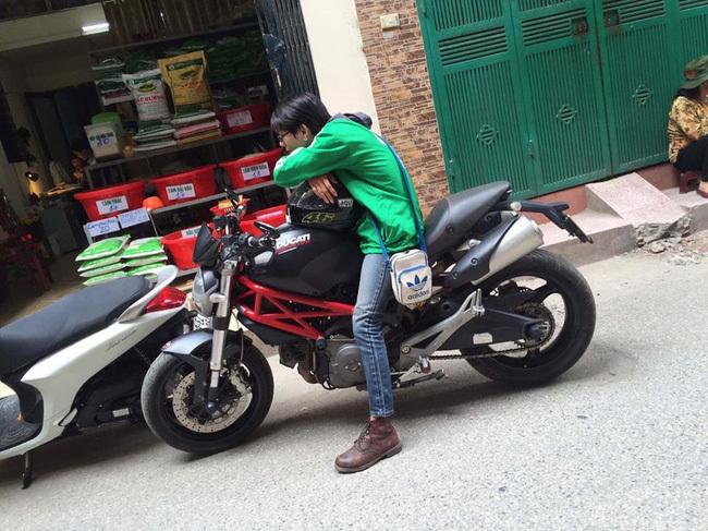Truy tìm anh chàng đem 'quái thú' Ducati gần 300 triệu chạy... xe ôm