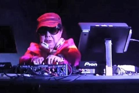 Giới trẻ Tokyo phát sốt vì DJ 82 tuổi
