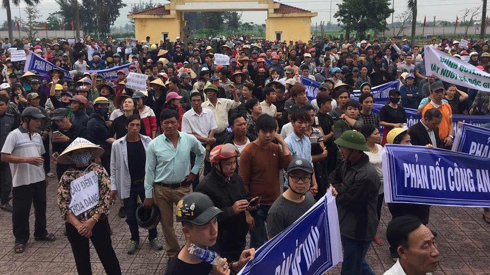 gây rối ở huyện Lộc Hà, bao vây trụ sở huyện