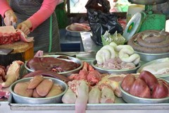 Đuôi lợn Ý, gân bò Ấn Độ: Tây cấm ăn, dân Việt nhậu tuốt
