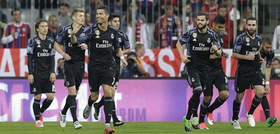 Ronaldo lập cú đúp, Real 'bẻ nanh' Hùm xám