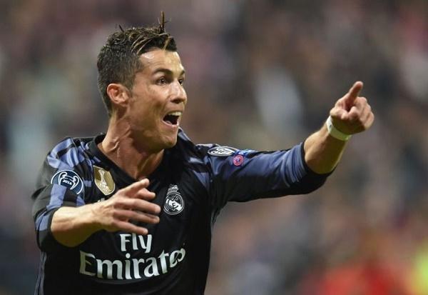Gặp lại HLV Ancelotti, Ronaldo 'đáp lễ' thế này đây