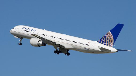 United Airlines khó có thể kiện người quay video 'kéo lê hành khách'