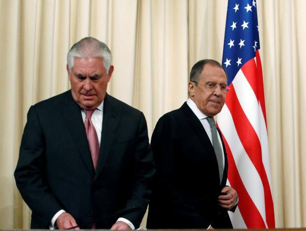 Cái bắt tay lạnh lùng của Ngoại trưởng Nga - Mỹ